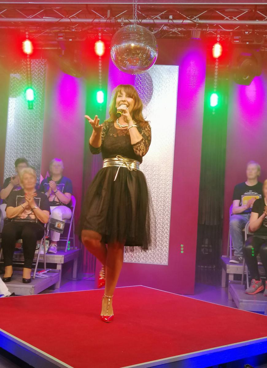 Schlagerzeitreise … mit Mandy Schwarz - Die coolsten Hits seit den 70-gern!